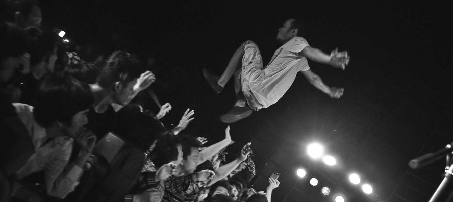 Stage Diving dan Rock Concert Photography