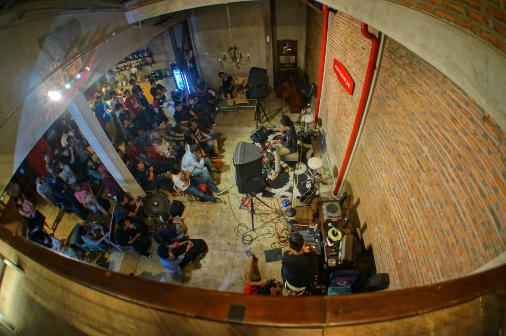 Konser Spesial #DuaSenjaPohonTua (foto oleh Bobo)