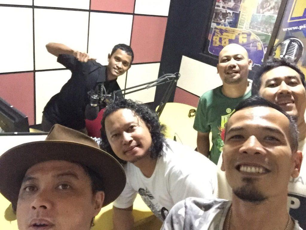 Bedah buku Rock Memberontak di Pilaradio Cirebon (foto oleh Che Cupumanik)